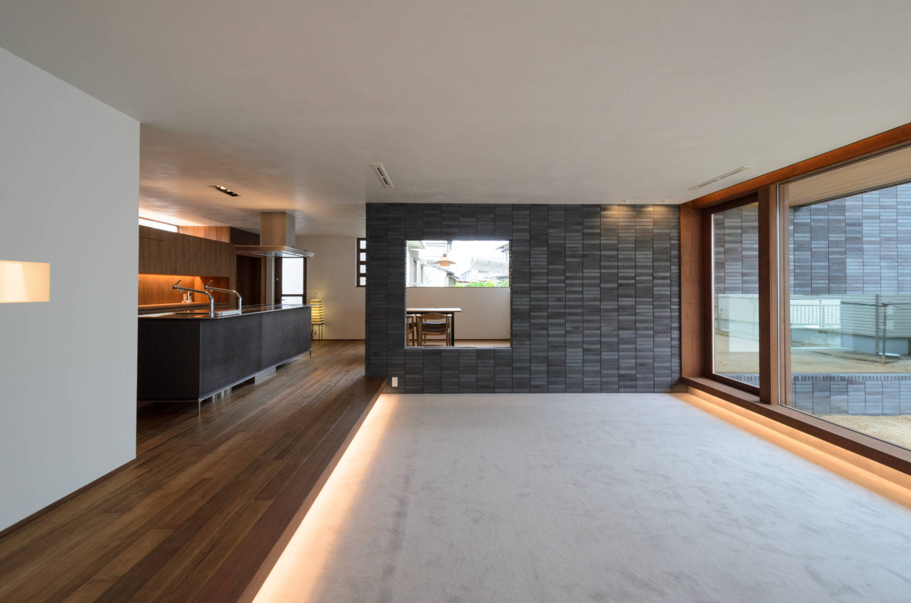 白石の住居 漆喰と自然素材の邸宅
